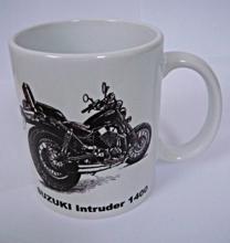 Obrázek z HRNEK s motorkářským motivem - různé druhy Suzuki Intruder 1400